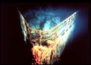 RMS Titanic bow in 1985
