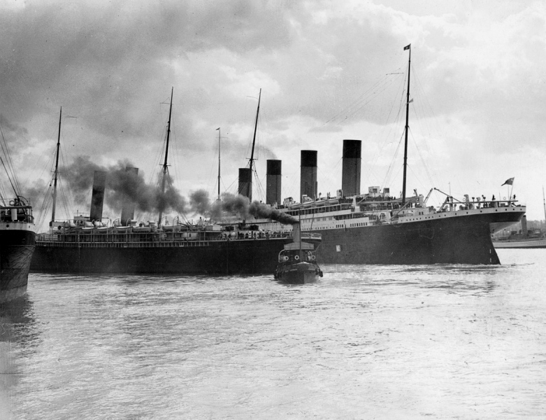 Titanic narrowly misses collision with SS New York